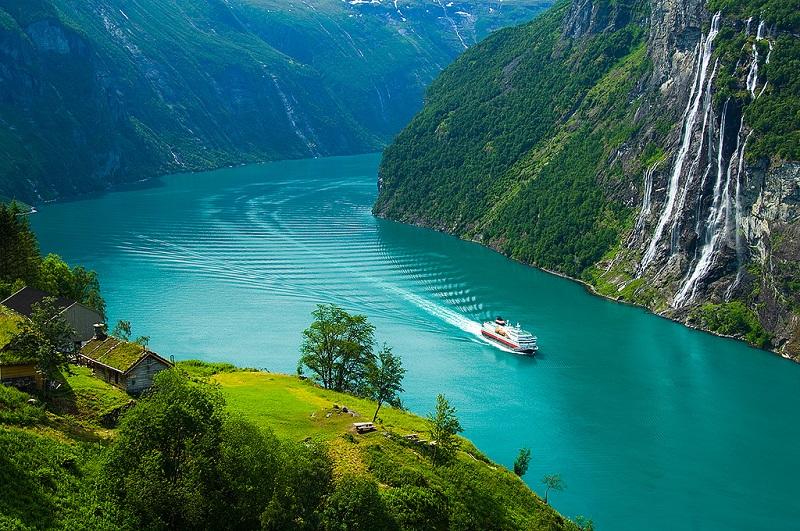 1-Гейрангер-фьорд в Норвегии